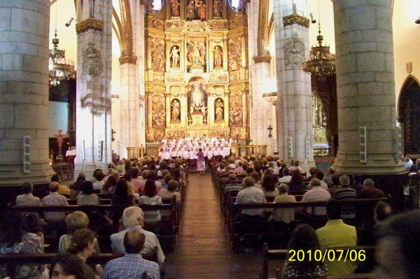 Les petits chanteurs en concert à Vitoria-Gasteiz, au pays basque, dans le cadre de leur tournée en France et en Espagne